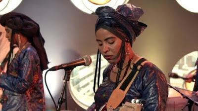 """Il """"desert blues"""" delle musiciste Tuareg. Musica per i diritti delle donne"""