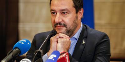 L'astio persecutorio di Salvini nei confronti degli stranieri