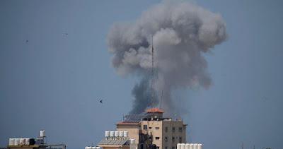 L'armée israélienne frappe des sites de la résistance palestinienne à Gaza
