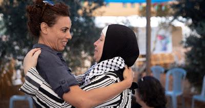 Une activiste israélienne qui a giflé le procureur d'Ahed Tamimi veut un procès politique