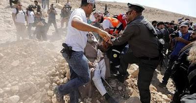 Un journal sioniste incite à nouveau à évacuer Khan al-Ahmar