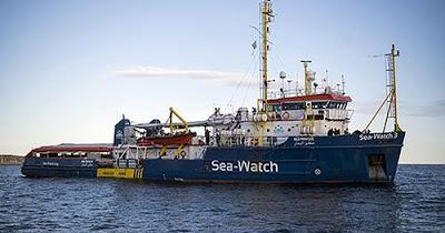 """Migranti, Sea Watch a un miglio da Siracusa. Dai cittadini l'appello: """"Fateli sbarcare"""""""