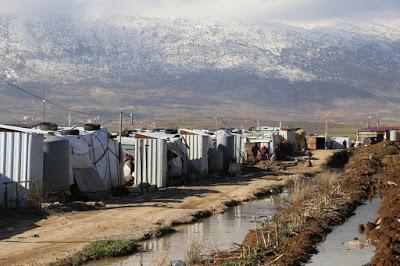 Pioggia e neve sulle baracche dei rifugiati dimenticati