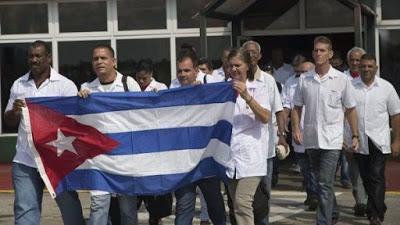 Venezuela recibe a 2.500 médicos cubanos que salieron de Brasil