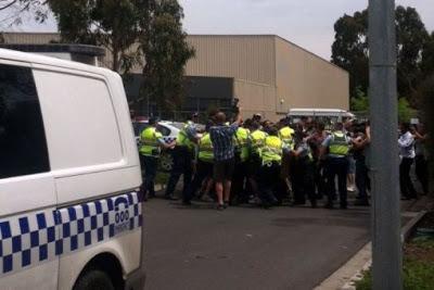 Gobierno de Australia cierra centro de detención de inmigrantes