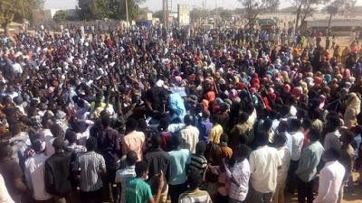 SUDAN. L'intelligence ordina il rilascio dei manifestanti
