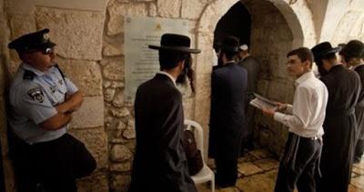 Al-Aqsa : Les colons effectuent des prières talmudiques à la porte d'Al Hatta
