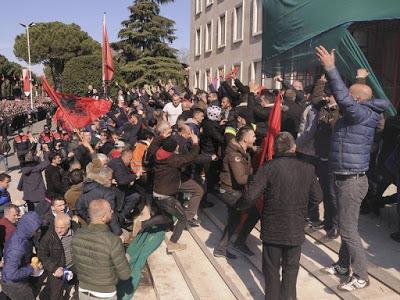 ALBANIA. Scontro frontale tra governo e opposizione