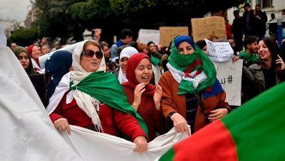 Bouteflika torna in Algeria, sciopero generale