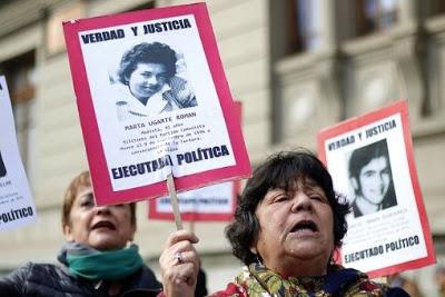 Agreden a víctimas de la dictadura chilena frente a embajada de Venezuela