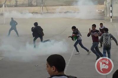 Des dizaines d'écoliers palestiniens arrosés de gaz lacrymogènes à Hébron