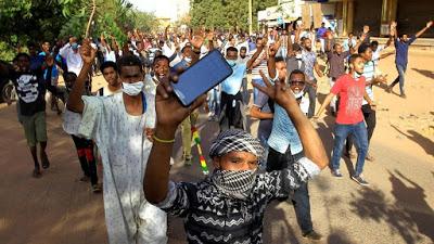 """SUDAN. Il Consiglio militare apre ai manifestanti: """"Ok a un governo civile"""""""
