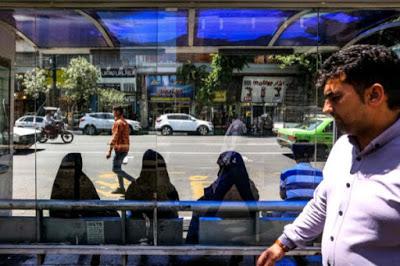 La confesión del asesinato machista del ex alcalde de Teherán sacude Irán
