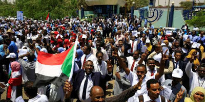 Le Soudan ordonne la fermeture du bureau d'Al-Jazira, la contestation se poursuit