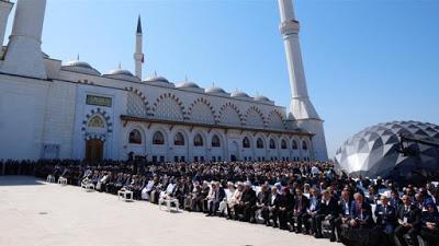 Erdogan opens Turkey's largest mosque in Istanbul