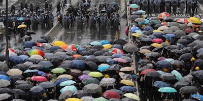 A Hong Kong ci sono ancora scontri tra poliziotti e manifestanti