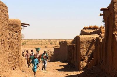 Mali: il Sahel brucia, l'Occidente chiude il rubinetto