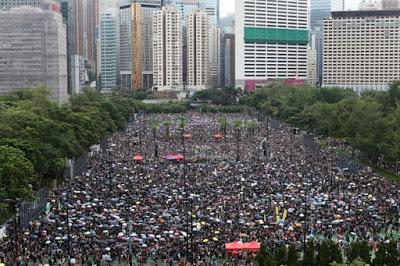 Una marea a Hong Kong contro il Governo