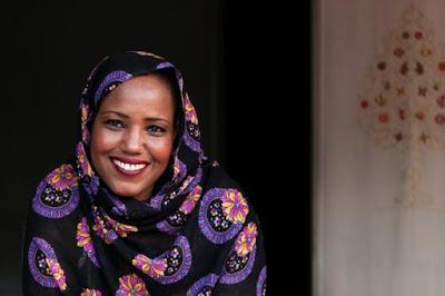 Aziza Brahim la cantante saharaui a la que Rabat boicoteó en París
