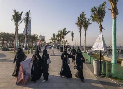 Arabia Saudita elimina restricciones de viaje para las mujeres
