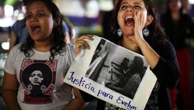 Absuelven a Evelyn Hernández, la mujer salvadoreña acusada de homicidio por supuesto aborto