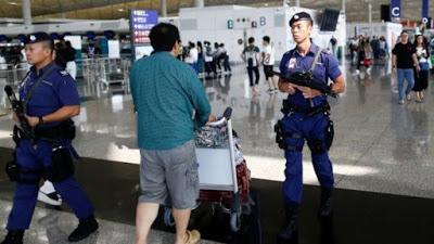 Justicia de Hong Kong prohíbe protestas en el aeropuerto