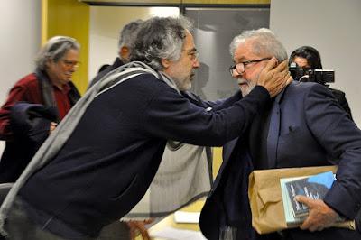 En route pour interviewer Lula, dans un trou noir brésilien