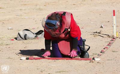 Sahara occidentale. Donne al lavoro nei campi minati del deserto