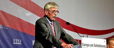 Debatte: Rechtsverschiebung in Deutschland ist mit aggressiver Weltpolitik verflochten