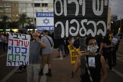 Covid-19, a Tel Aviv protesta di massa contro Netanyahu