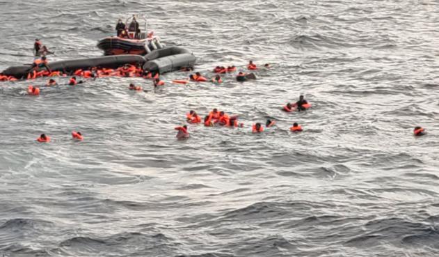 Ningún país respondió para rescatar a migrantes que naufragaron en el Mediterráneo