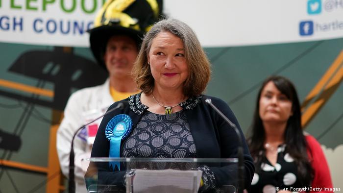 Conservadores ingleses triunfan en bastión laborista por primera vez en 50 años
